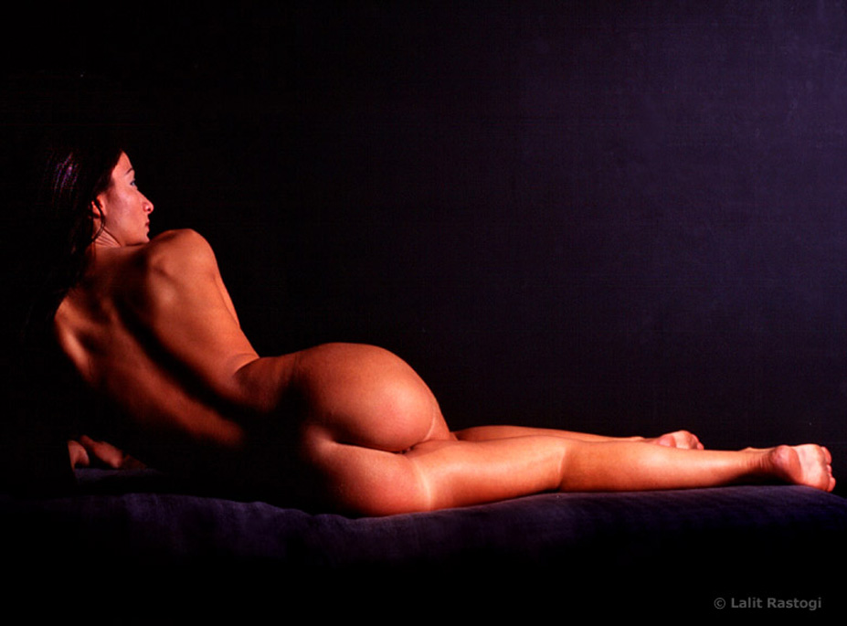 reclining-nude-rear-view